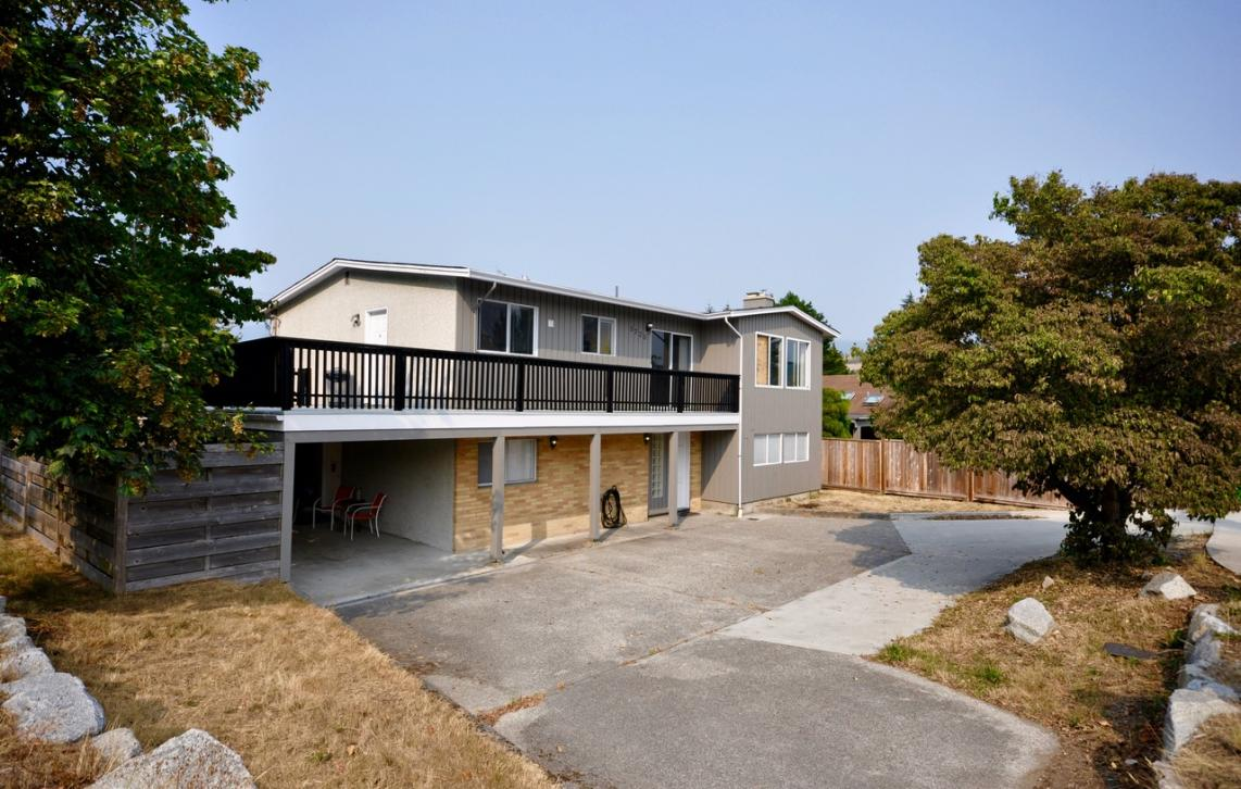 5720 Dolphin Street, Sechelt District, Sunshine Coast